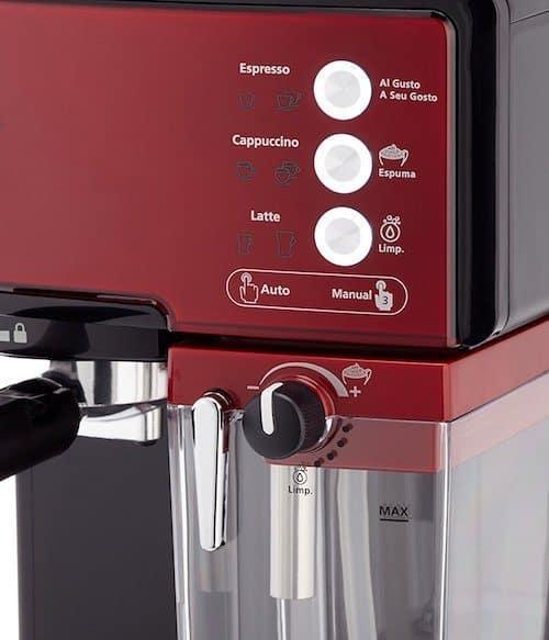 Foto del panel de control de la Oster Prima Latte