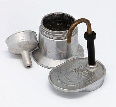 Foto de la Bialetti Mini Express de una taza, con sus distintos componentes