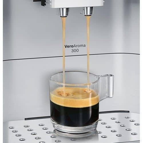 Foto de la salida de café de una Bosch VeroAroma 300