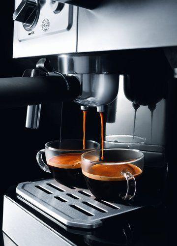 Primer plano del servicio de café express de la Delonghi BCO 420