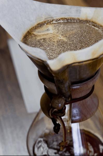 Foto de una Chemex llena de café hasta arriba