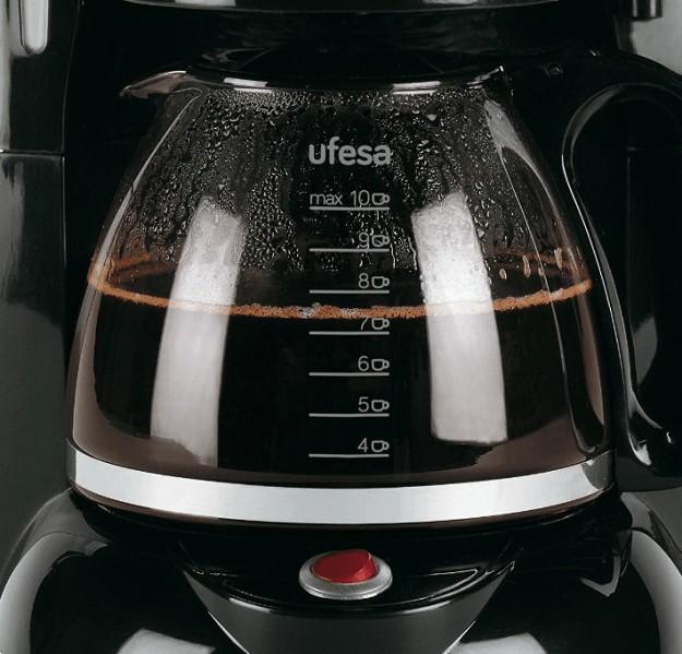 Detalle de la jarra de la cafetera Ufesa CG7232