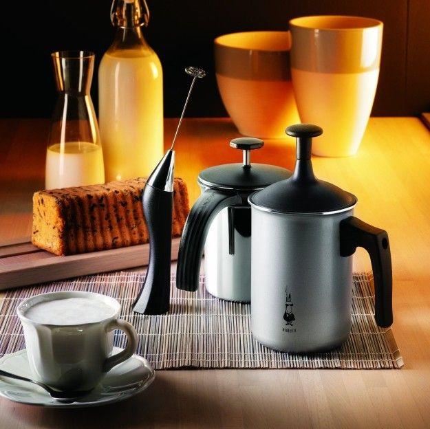 Imagen del batidor de leche Bialetti Tutto Crema y varios accesorios Bialetti
