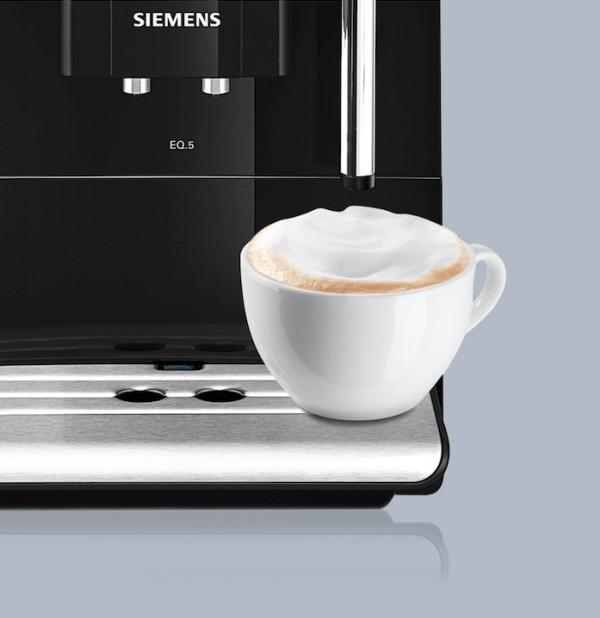 Detalle de la bandeja de la cafetera Siemens EQ5