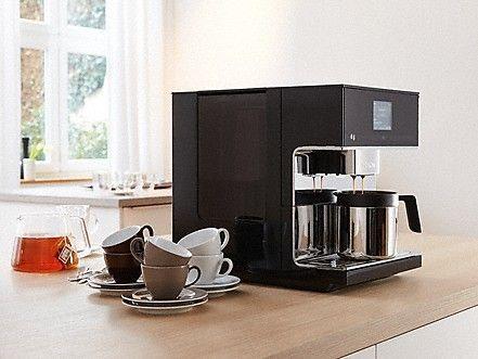 Imagen de la cafetera Miele CM7 de perfil