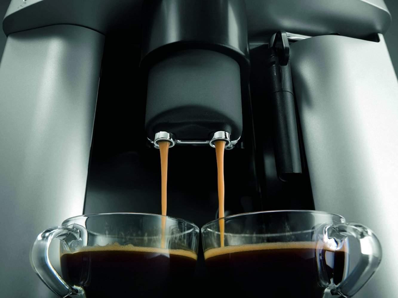 Detalle del dispensador de la cafetera Delonghi ESAM 3000 Magnifica