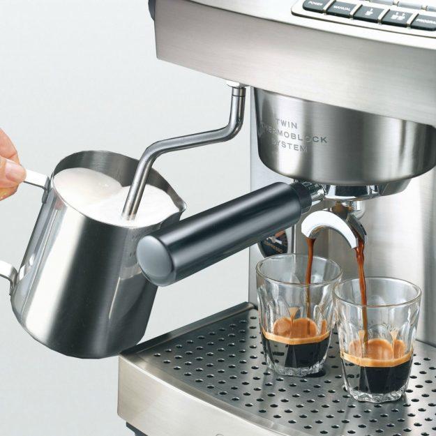 Detalle de la cafetera express Graef ES95