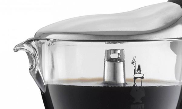 Detalle de la copa de cristal de la cafetera Moka Crystal de Bialetti