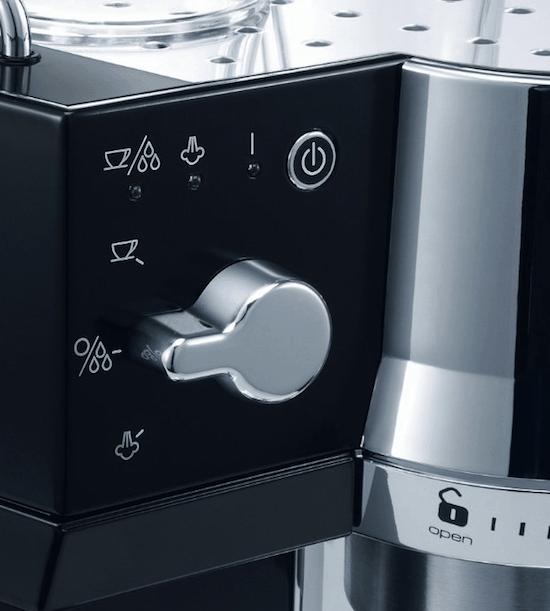 Detalle del panel de control de la Delonghi EC820