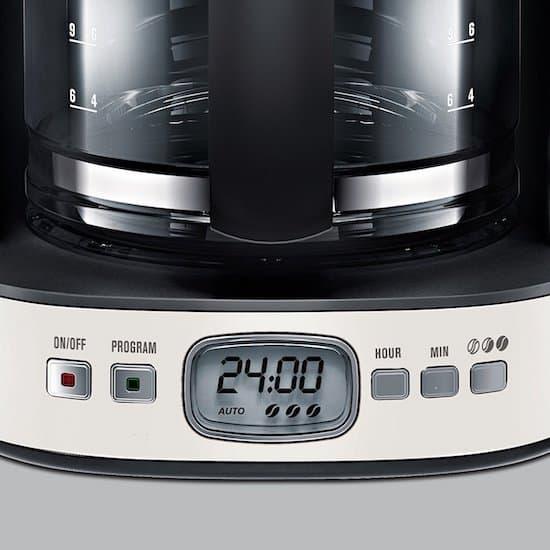 Detalle del panel de control de la cafetera Electrolux EKF 7500