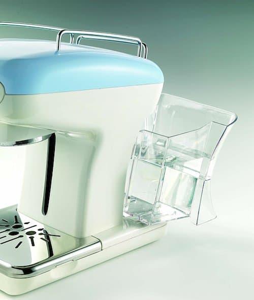 Imagen del depósito de agua de la Ariete Espresso Vintage azul
