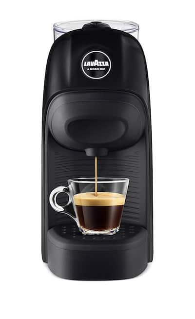 Imagen frontal de la cafetera Lavazza Tiny negra